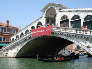 Rialto Bridge in Venice by Eoghan Oliannain