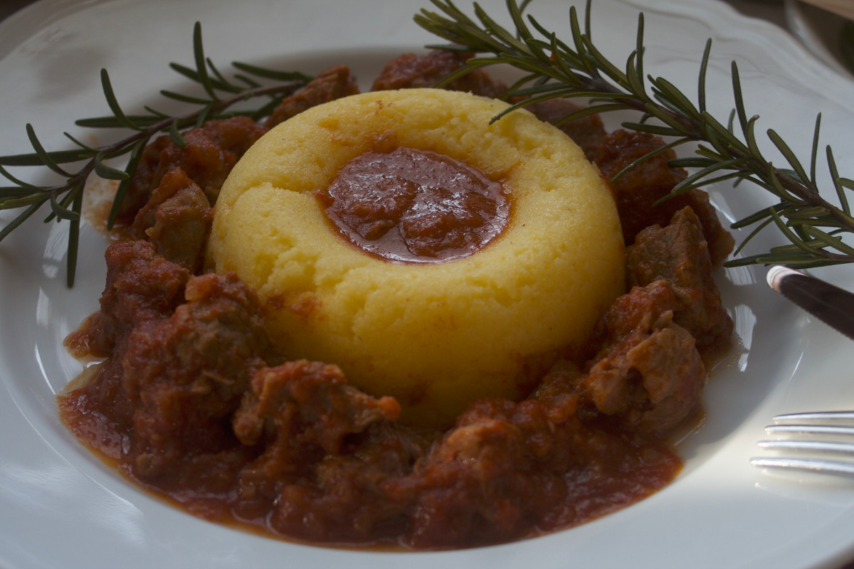 polenta on spezzatino