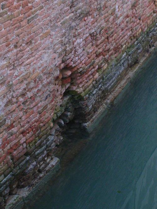 is Venice sinking