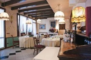 Beautiful classy interios at Boccadoro, phot by Cibando