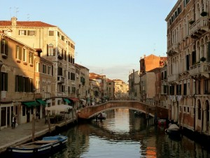 AN UNUSUAL GUIDE OF VENICE THROUGH YOUR SENSES