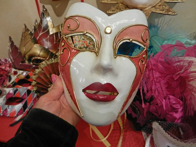 mask painting in venice