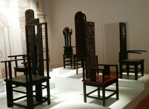 Han Meilin in Venice - chairs