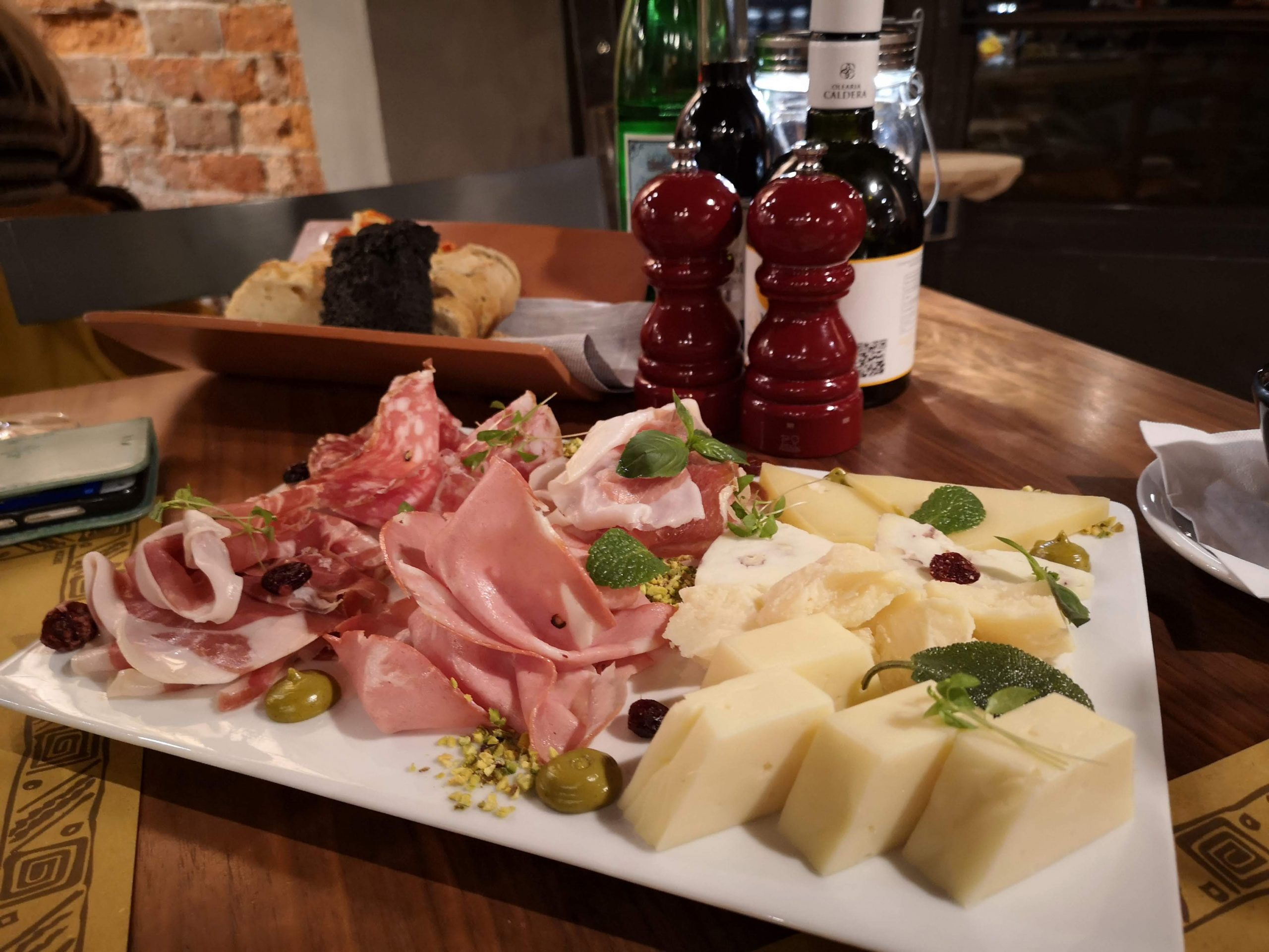 cold cuts and cheese platter bacaromi