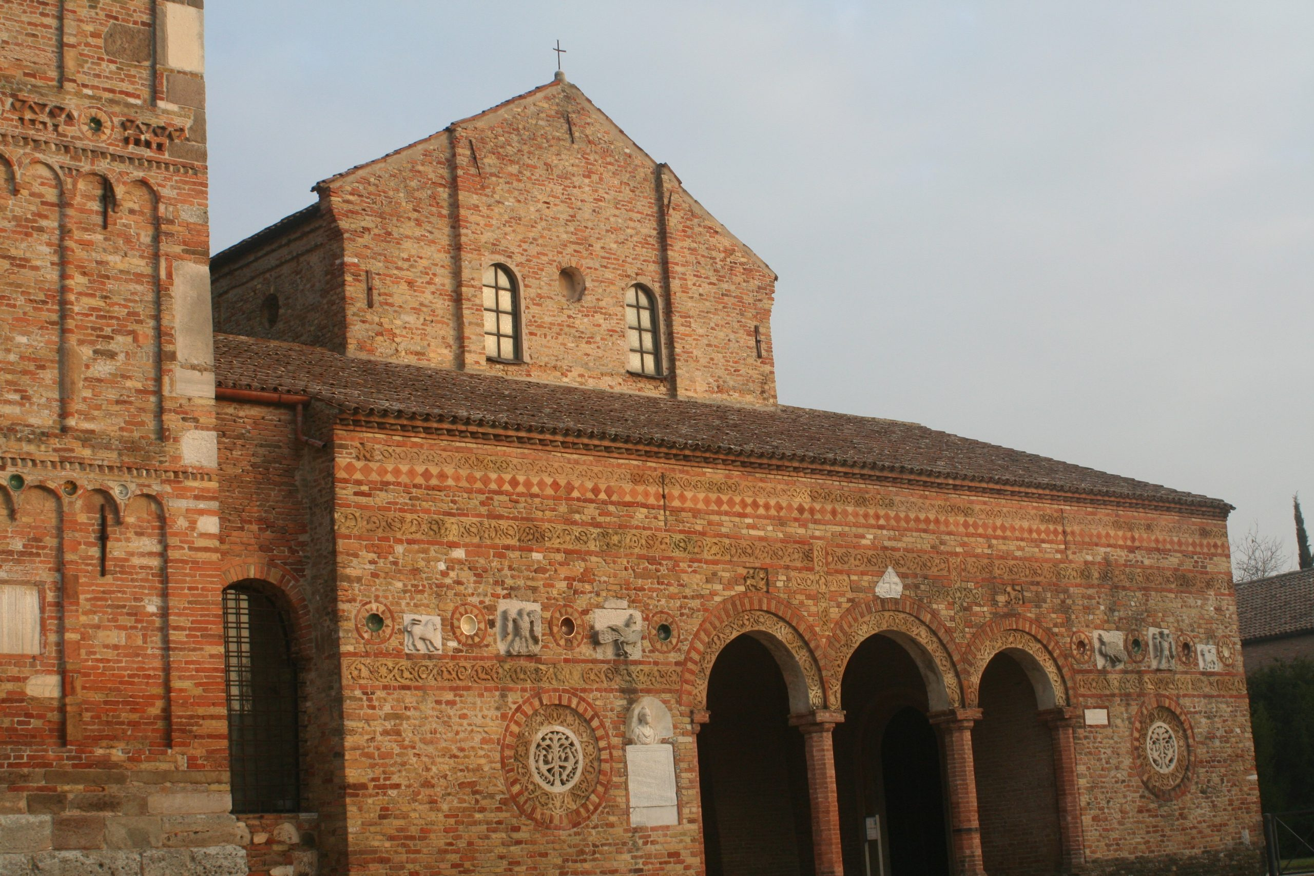 facciata chiesa pomposa