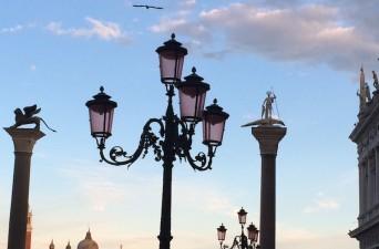 Venice-Streetlamps-Sunset-3-Photo-by-Victoria-De-Maio